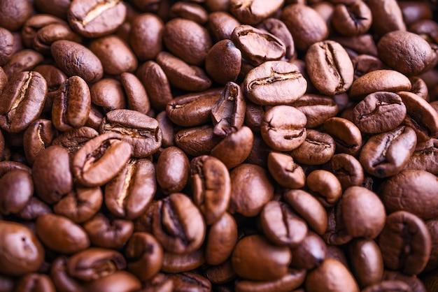 多くの香りのコーヒー豆の背景。上面図