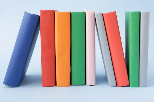 회색 파란색에 대한 많은 책