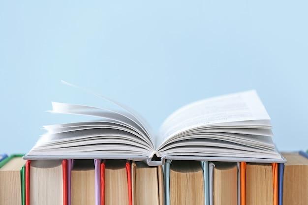 Многие книги о свете