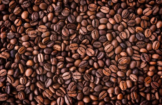 많은 커피 콩. 집중된 배경