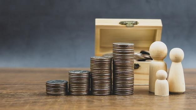 多くのコインがグラフ状に積み上げられています。