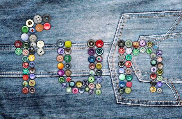 Множество красочных кнопок, образующих слово
