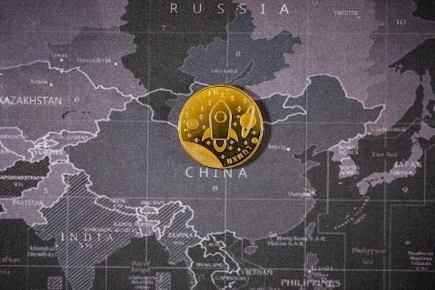 많은 cryptocurrency bitcoin 미래 동전, 새로운 가상 화폐 및 시대. 금화의 성장률은 세계의 미래에 모든 것을 지불하는 중요한 통화입니다.