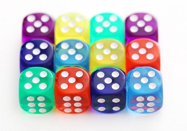 Много разноцветных кубиков