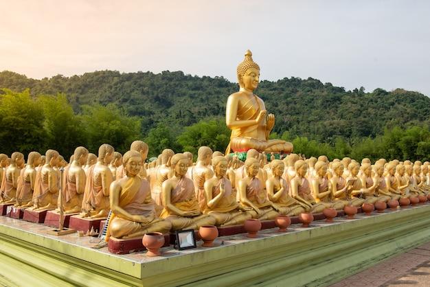Many golden buddha statue