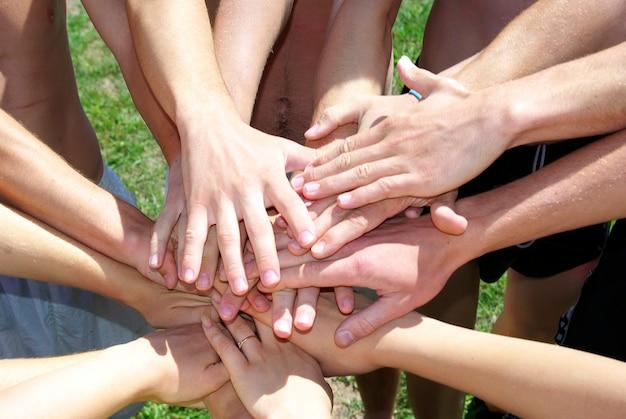 내 친구들의 많은 손