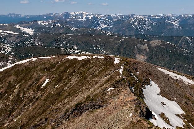 Многие слои гор один за другим
