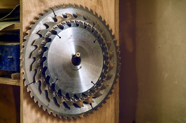 Many metal circular saw blades different sizes