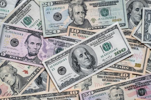 많은 미국 달러 지폐 배경.