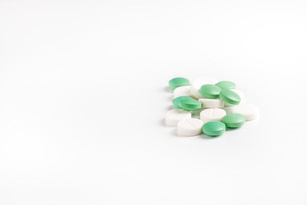 Много таблеток и витаминов