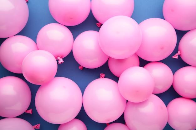 青い背景に多くのピンクの風船。