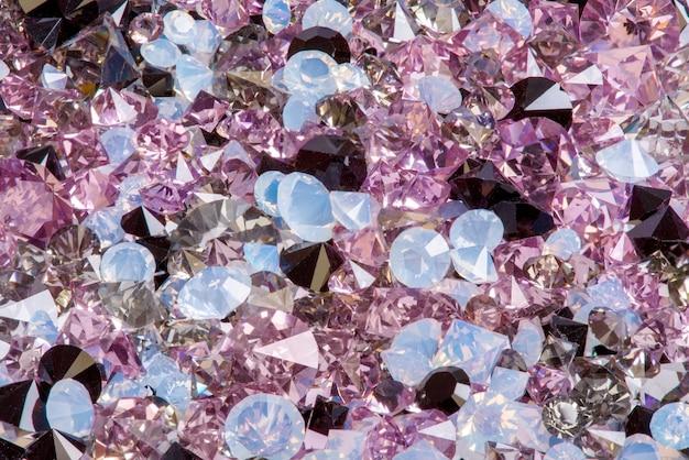 多くの小さなダイヤモンドの宝石、豪華な背景のクローズアップ。こんにちは解像度の写真。
