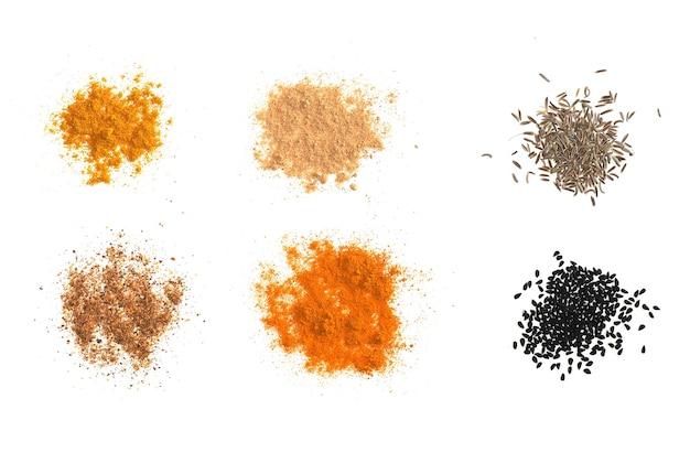 ジンジャーカレーターメリックチリペッパーブラッククミンニゲラサティバを含む多くのスパイス