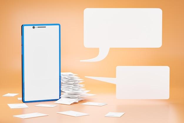 封筒の手紙の積み重ねは青いスマートフォンの横に置かれています
