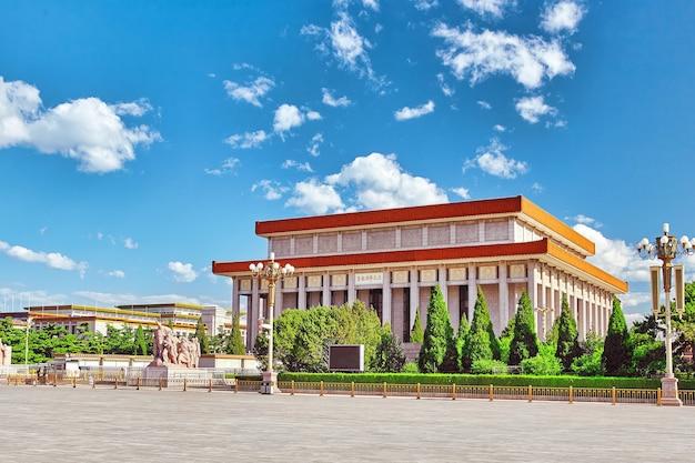 천안문 광장에 있는 마오쩌둥 묘 - 세계에서 세 번째로 큰 광장인 베이징. 중국.