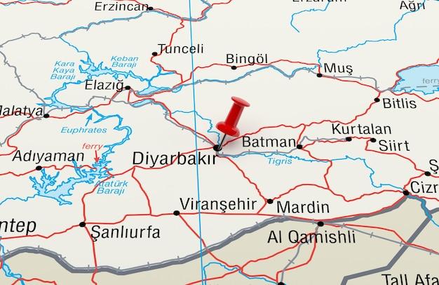 Red pin 3d 렌더링이 있는 diyarbakir turkey를 보여주는 지도
