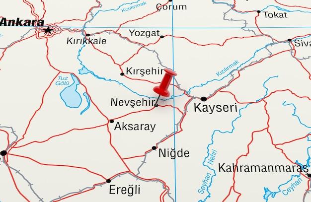 빨간 핀이 있는 터키 네브셰히르를 보여주는 지도. 3d 렌더링