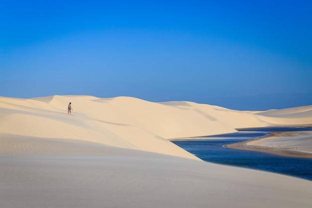 Штат маранхао, бразилия, национальный парк ленкуа маранхенес, бразилия, голубая лагуна, песчаные дюны