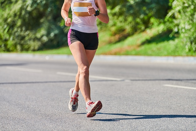 シティロードフィットネススポーツイベントのマラソンランナー