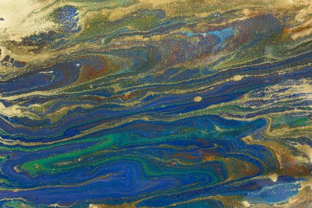 Мраморный синий и золотой абстрактный фон. темно-синий жидкий узор с золотистым блеском. Premium Фотографии