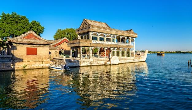 중국 베이징의 여름 궁전에서 대리석 보트