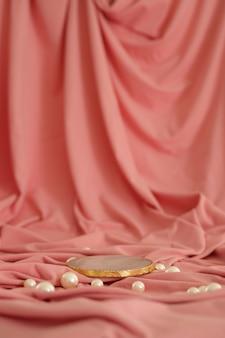 Мраморный подиум с золотом на розовом фоне с жемчугом подиум для косметической презентации продукта