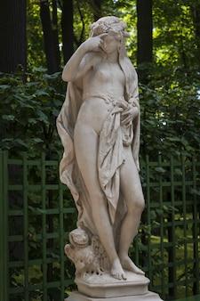 러시아 상트페테르부르크 여름 정원에 있는 bonazza g의 밤의 대리석 동상