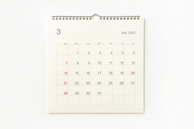 Страница календаря марта 2021 года на белом фоне. фон календаря для напоминаний, бизнес-планирования, встреч и мероприятий.