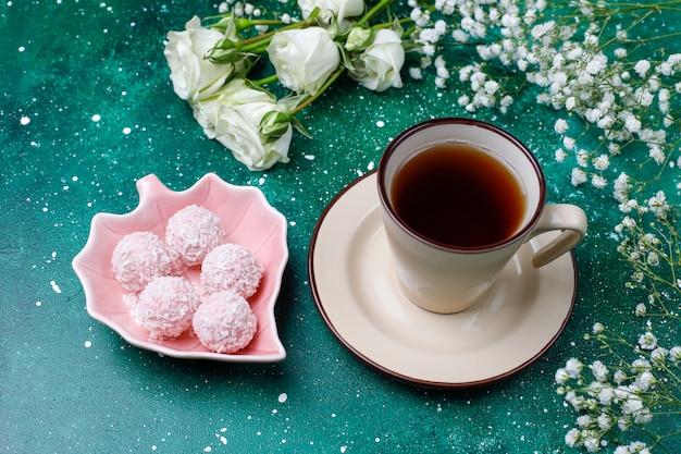 3月8日女性の日カード、白い花、お菓子、お茶