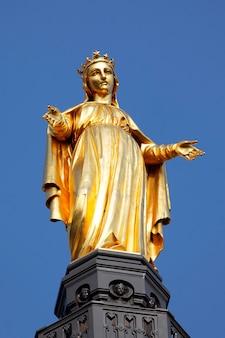 Marie statue