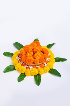 Цветочный дизайн ранголи календулы для фестиваля дивали, украшение цветов индийского фестиваля