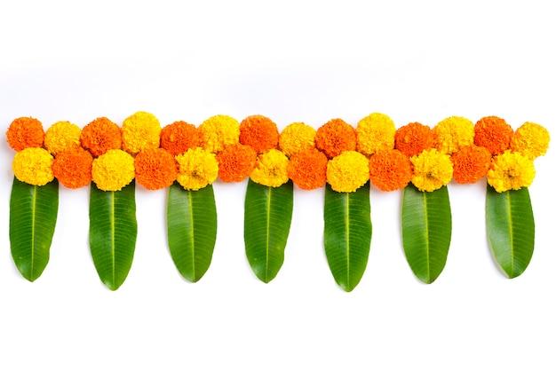 Diwali 축제, 인도 축제 꽃 장식을 위한 금잔화 꽃 rangoli 디자인