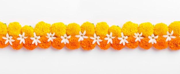 Diwali festival을위한 금잔화 꽃 rangoli 디자인