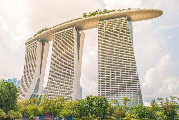 Marina bay sands: роскошный отель сингапура и место для жизни