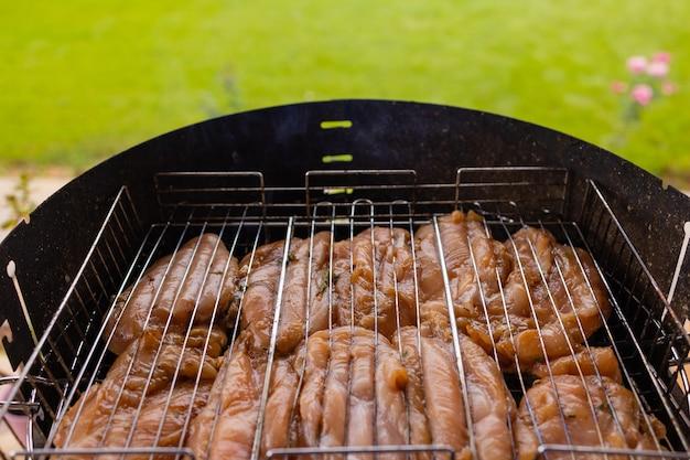 Курица гриль, маринованная на пламенном гриле