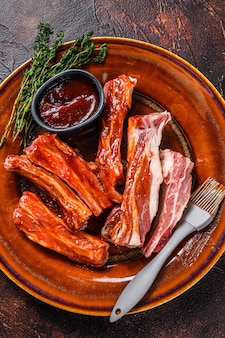 바베큐 소스에 절인 송아지 고기 짧은 갈비