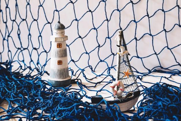 Composizione marina con rete da pesca