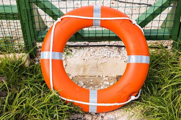 Морской спасательный круг на заборе, безопасный для плавания