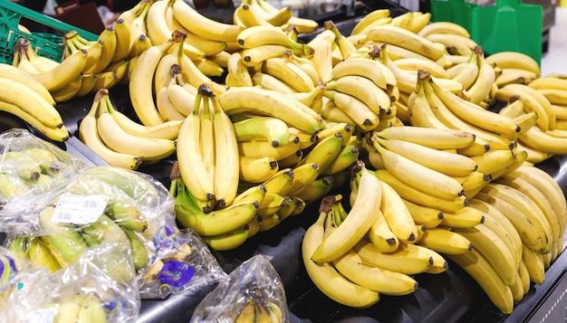 バナナのような新鮮な果物の市場