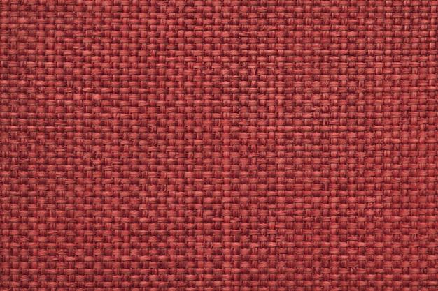 Maroon предпосылка с заплетенной клетчатой картиной, крупным планом. текстура плетения ткани, макро.