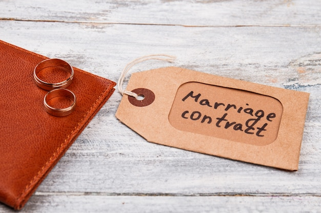 Этикетка брачного контракта.