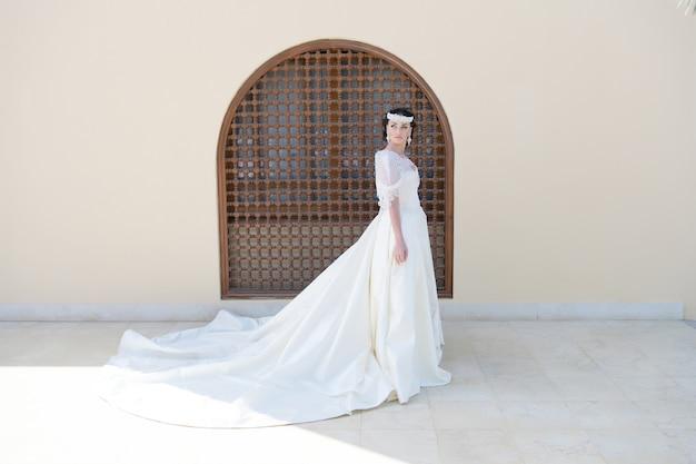 결혼. 아름다운 신부와 함께하는 결혼식의 결혼식. 여름의 결혼. 완벽한 모습.