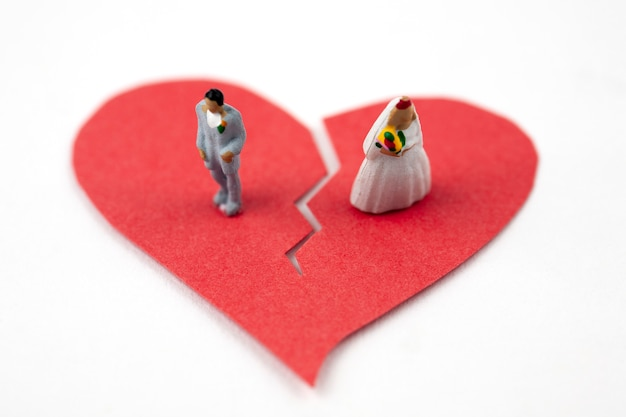 Married couple figures on broken heart