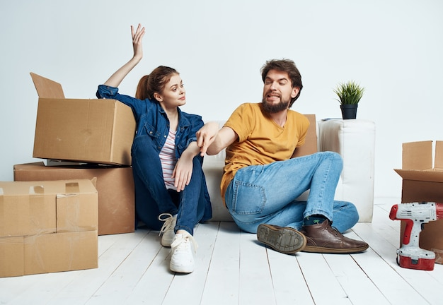 Married couple housewarming boxes with things moving