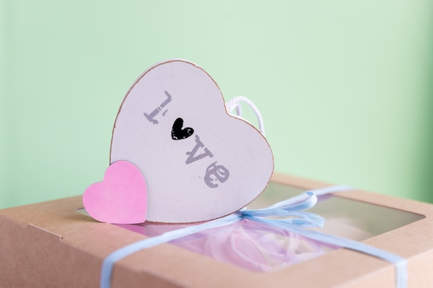 Marshmallows and hearts. valentine's day, love, dating concept, copy space.pink marshmallow in a gift box. valentines day gift