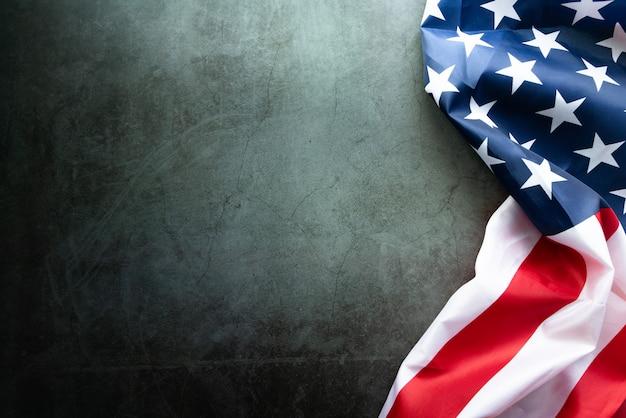 マーティンルーサーキングデー記念日-抽象的な背景にアメリカの国旗