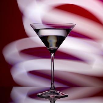 Бокал для мартини на красном с белыми огнями.