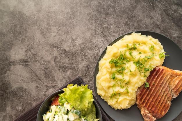 Блюдо с картофельным пюре с копией пространства