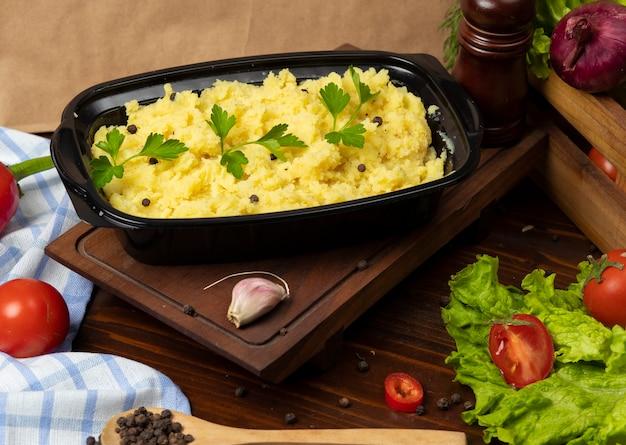 Картофельное пюре с зеленью и свежей петрушкой на вынос Бесплатные Фотографии