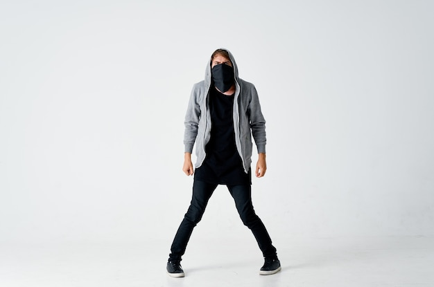 Человек в маске с капюшоном анонимность кража взлом